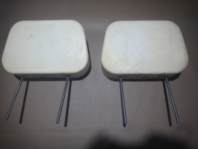 T0148DHEADREST 2 pin WITHOUT TRIM